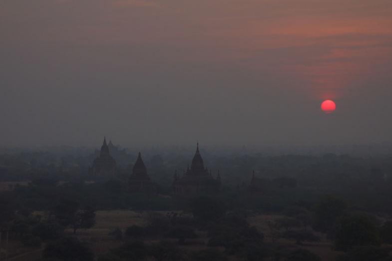 Zonsondergang in het betoverende Bagan