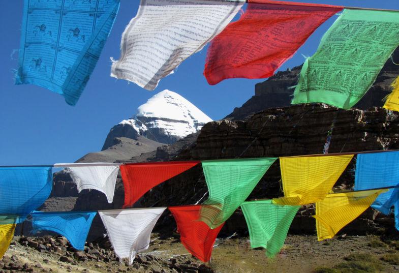 Mount Kailash achter gebedsvlaggetjes