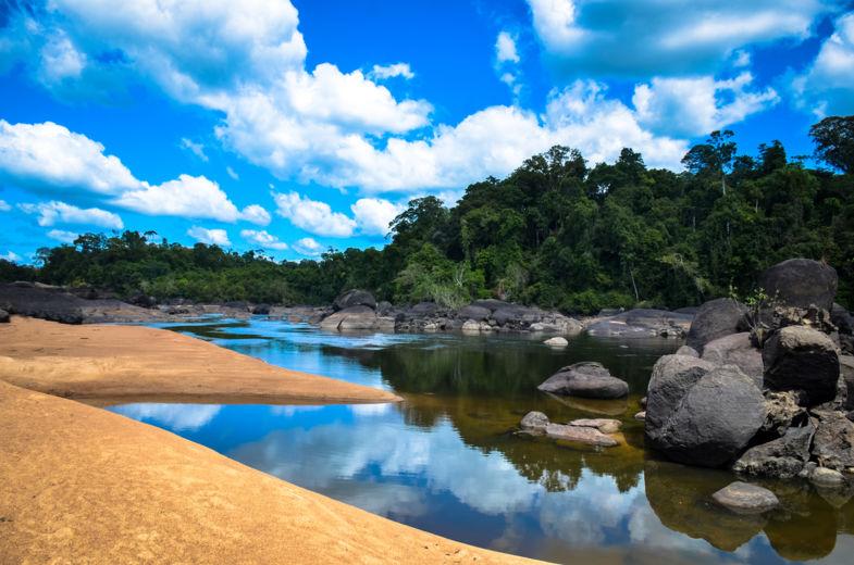 Kleurenspektakel nabij Fungu-eiland, Suriname