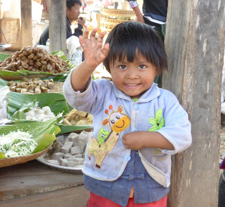 Zo blij om een toerist te zien. Op marktjes in dorpje in Shan-staat/Inle Lake