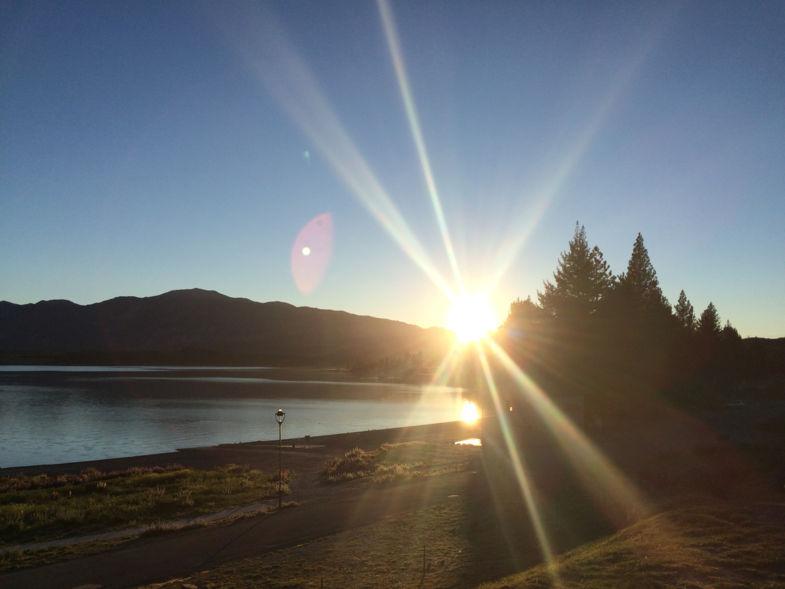 Hello beautiful, zonsopkomst Lake Tekapo