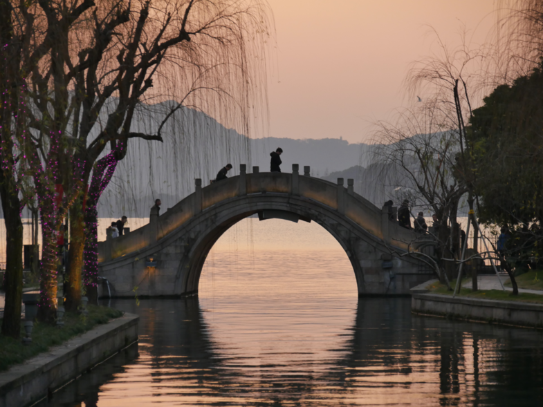 Beauty at Hanzhou bridge
