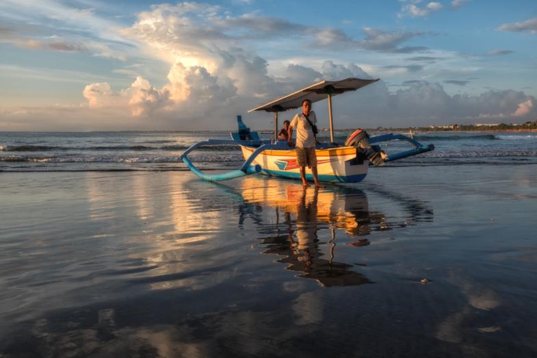 Reflecties op het strand vab Kuta
