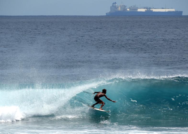 Surfen met een vrachtschip