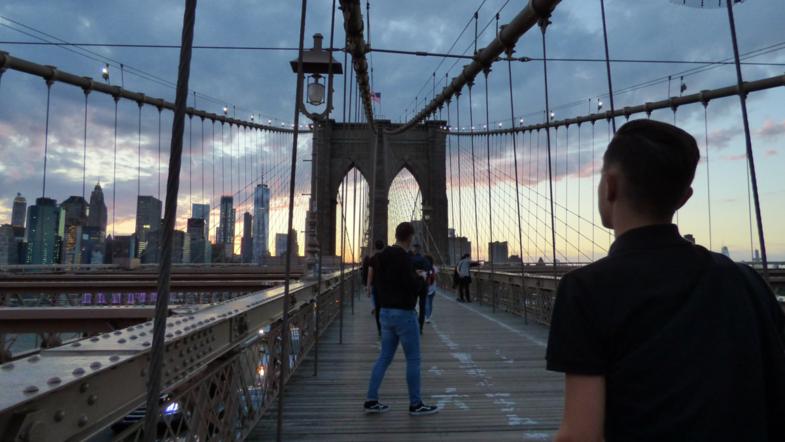 Mijn twee kanjers op de Brooklyn bridge bij een prachtige zonsondergang