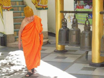 Oude monnik bij tempel Doi Suthep