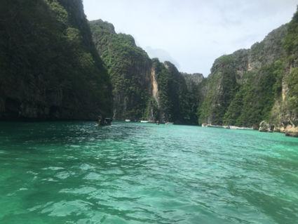 Dag trip met speedboot naar de Phi Phi eilanden.
