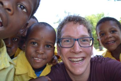 ONE HAPPY WORLD!! (Foto genomen op schoolbezoek in Zuid-Afrika!)