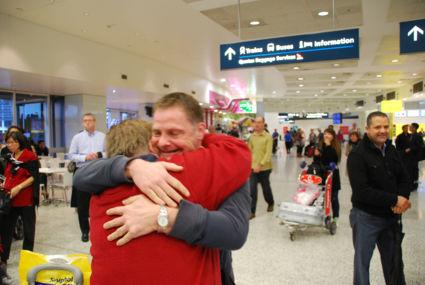 na 5 maand je zoon terug zien op sydneyairport