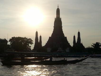 Wat Arun (tempel van de rijzende zon) bij zonsondergang