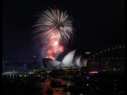 De jaarlijkse prachtige vuurwerkshow in Sydney