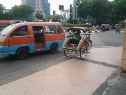 Becak versus Oplet