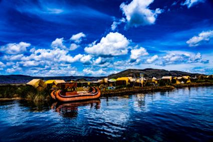 Titicacameer met rieten eilanden