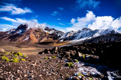 Vulkaan op 6000 meter hoogte bij zonsopgang