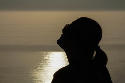 Silhouet tijdens zonsondergang Tafelberg in Kaapstad, Zuid Afrika