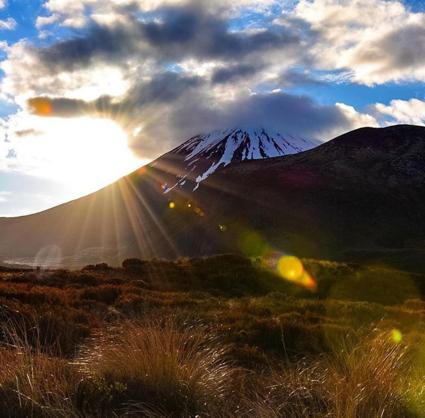 Genieten van het landschap bij de Tongariro Alpine Crossing