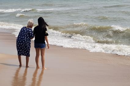 Zomaar een Oma met kleindochter... (Hua Hin)