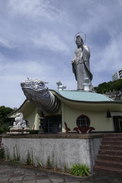 Verrassend moderne tempel in Nagasaki!